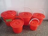 批发塑料有盖油漆桶小水桶玩具小红桶红色美工桶带盖提手喜蛋桶