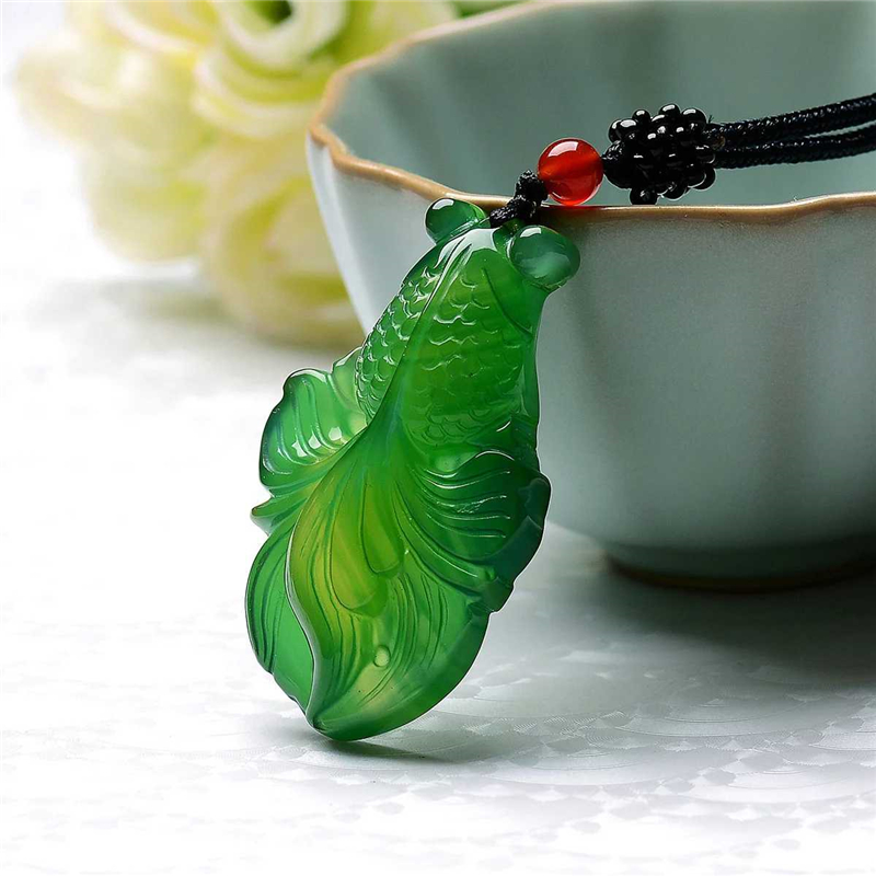 One yuan auction natural green jade goldfish pendant mens and womens imperial green jade necklace gold jade full of jade pendants.