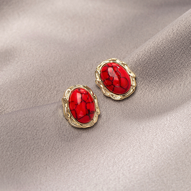 Vintage red earrings womens high-end feel New Years earring temperament French stud net red earrings 2020 new trend.