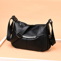 Middle-aged female bag 2019 new mother large capacity soft leather fashion wild atmosphere in the elderly shoulder messenger bag