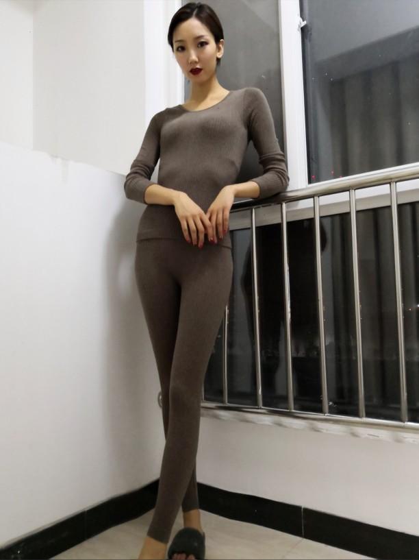 这么合身又舒服的打底套装,裤子弹性是真的好,而且面料特别舒服