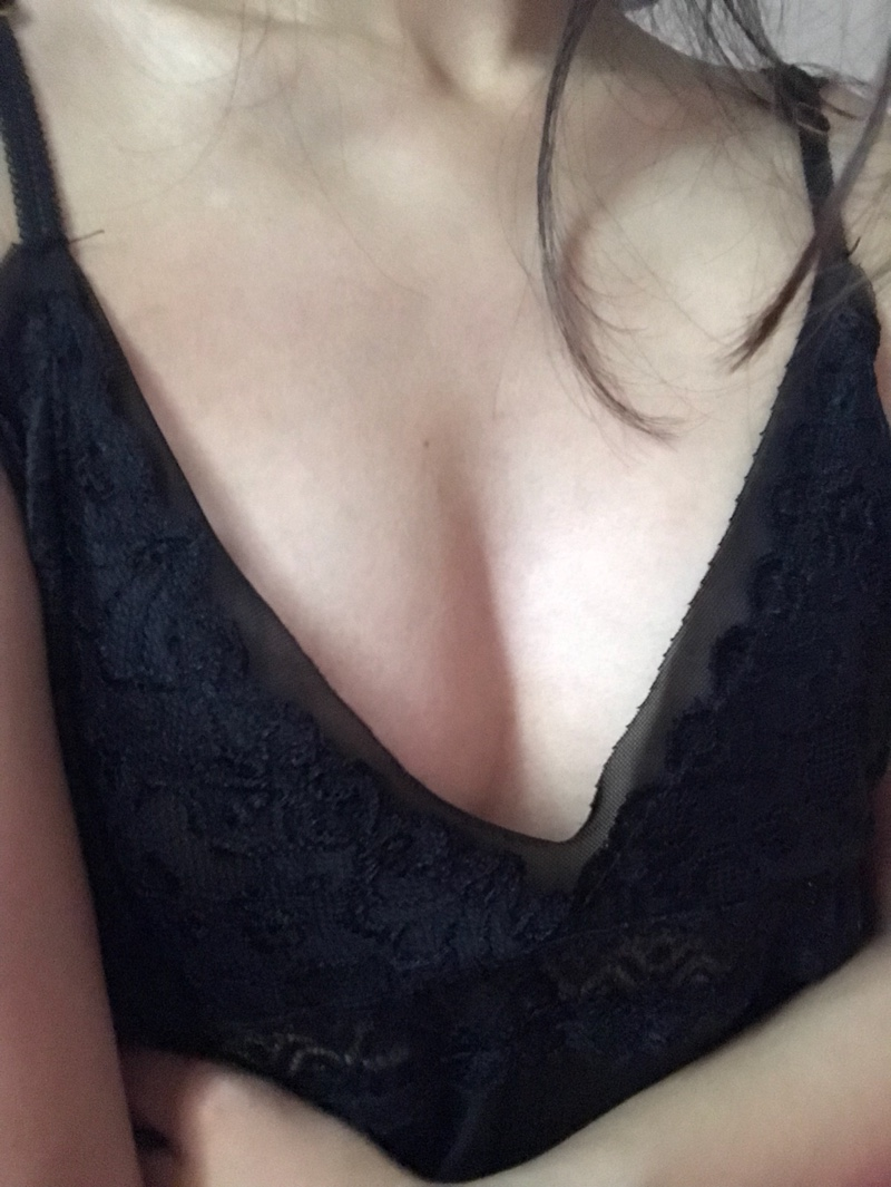 很性感,平胸穿一般,料子蛮舒服的